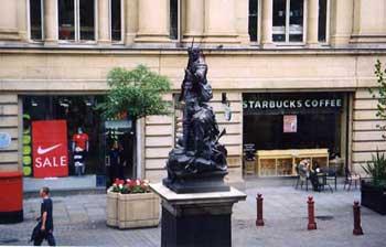 町中の銅像